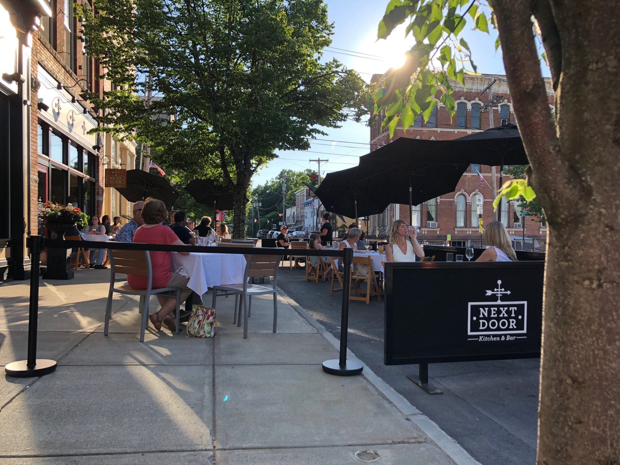 Front-Street-dining-2